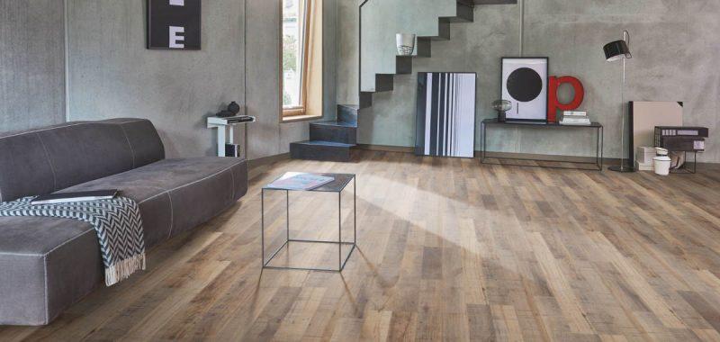 Jak složit dřevěnou plovoucí podlahu s čtvercovými okraji