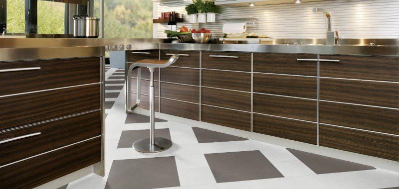 Podlaha z vinylu vs. z keramických dlaždic